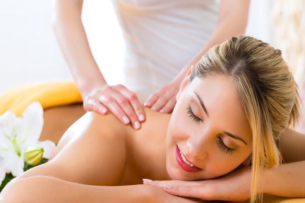 Massaggio scrub con sale himalayano