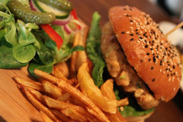 Veggie Burger + Patatine + Bevanda x2!