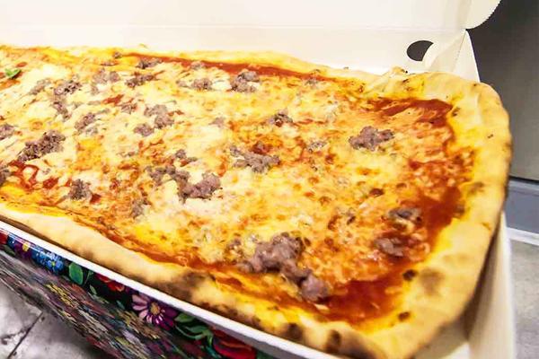 1/2 metro di pizza margherita o farcita!