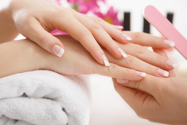 Manicure + smalto semipermanente